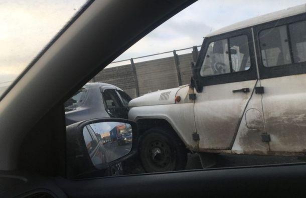 Массовая авария на КАД спровоцировала пробку у Вантового моста