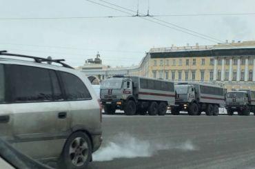 Центр Петербурга вновь перекрыли заборами иавтозаками