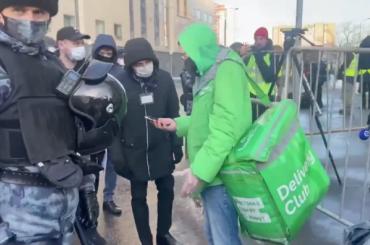 Навальному пытались передать еду из«Макдоналдса»