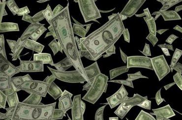 Жительница Приморского района выбросила вокно 150 тысяч рублей