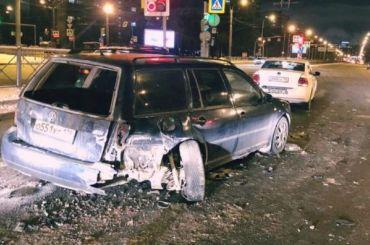 Водитель «Яндекс.Такси» влетел встоящие насветофоре автомобили