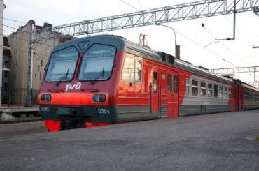 Сразу несколько электричек опоздали вПетербург из-за технической неисправности