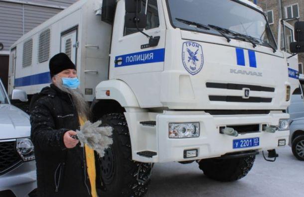 Священник вУлан-Удэ освятил автозаки