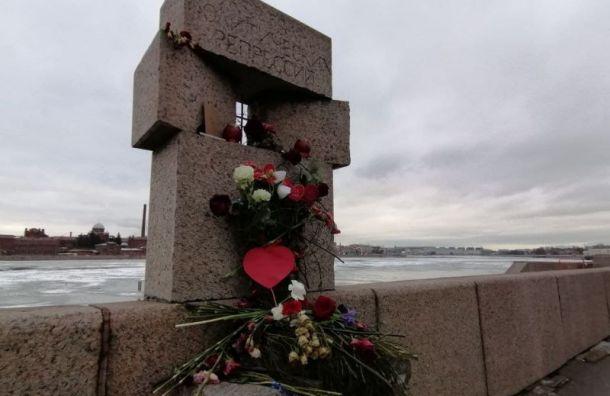 Активисты почтили память Немцова умемориала жертвам политических репрессий
