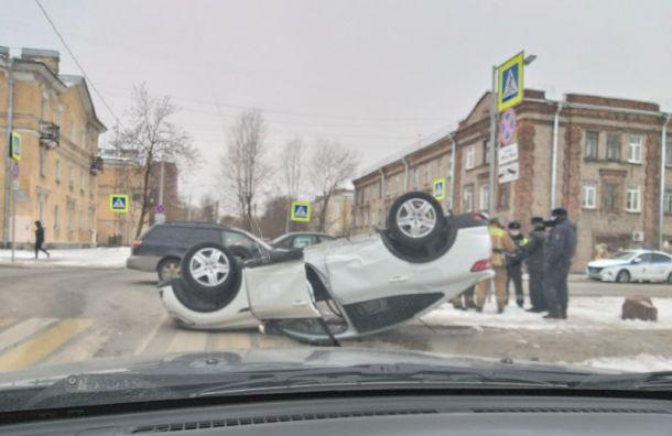 Автомобиль перевернулся науглу 2-й Комсомольской иНовобелицкой улиц