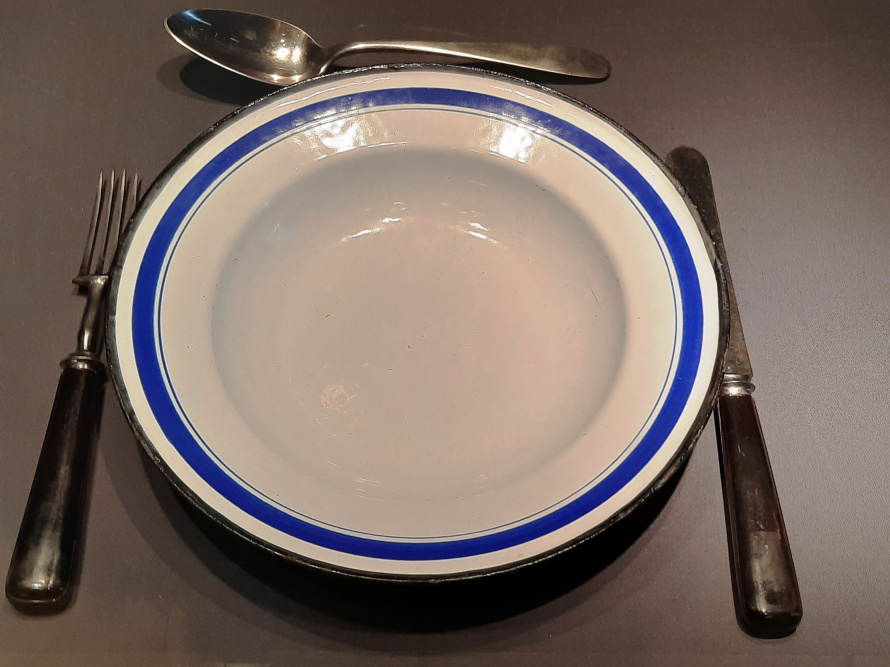 эмалированная посуда стальные приборы.jpg