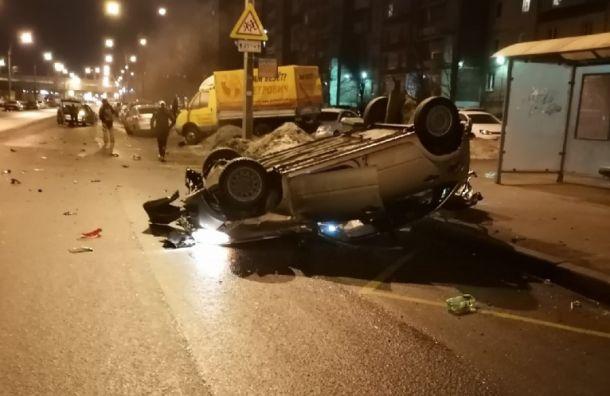Автомобиль вылетел на встречную полосу и перевернулся на крышу