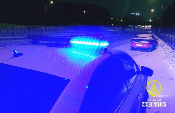 Таксист сдал полиции нетрезвую пассажирку, решившую сесть заруль