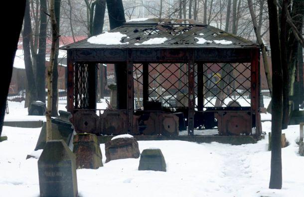 Студентки СПбГУ хотят отреставрировать склеп изфильма «Брат»