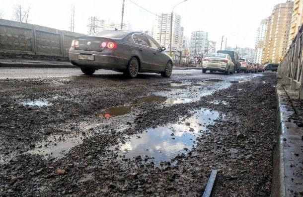 Улица Вишерская вШушарах спотеплением превратилась в«дорогу для танков»
