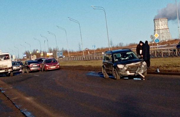 Массовое ДТП затруднило движение поулице Маршала Казакова