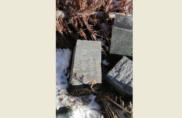 Свалку изстаринных надгробий заметили вустье Смоленки