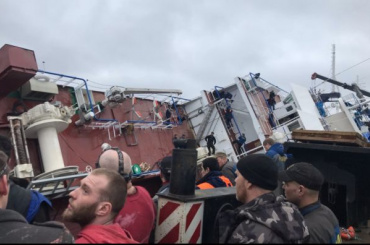 СКвозбудил уголовное дело после опрокидывания судна вЛенобласти
