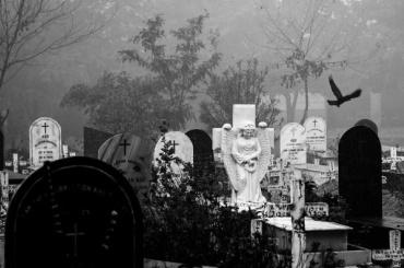 Злоумышленник повечерам нападал наженщин наБогословском кладбище