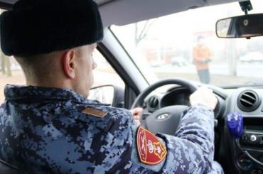 Мужчина сигрушечным пистолетом ограбил магазин наНаставников