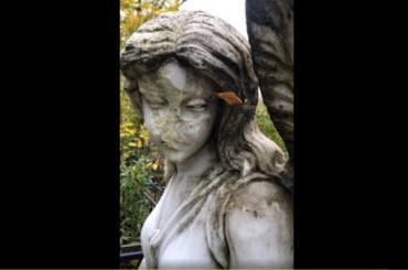 Полиция нашла вандала, напротяжении нескольких лет разрушавшего надгробия накладбище