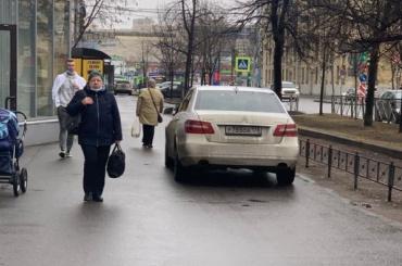 Водитель напал напожилую женщину после замечания