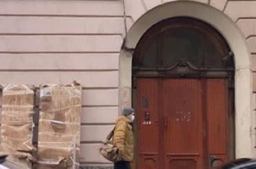 Подрядчик «Газпрома» демонтировал историческую дверь наБольшом проспекте П. С.
