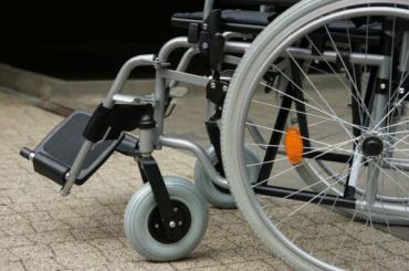 Инвалида-колясочника отправили ввынужденное путешествие запаспортом