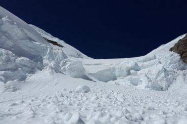 Несовершеннолетнюю петербурженку нашли после схода лавины вХибинах