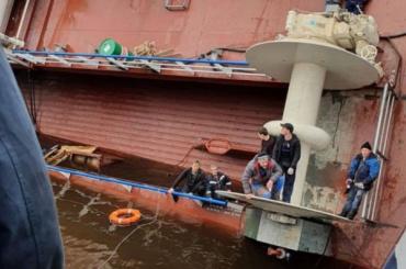 Судно срабочими накренилось насудостроительном заводе вЛенобласти