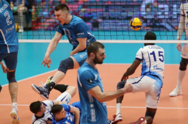 Финал ЕКВ между волейбольными «Зенитом» и«Динамо» закончился дракой стюардов сфанатом