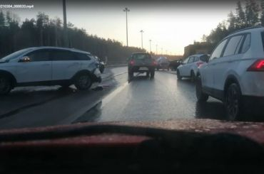 Семь машин попали вДТП наКАД иперекрыли обе полосы