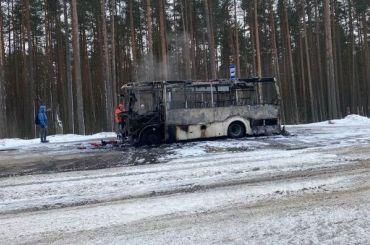 Маршрутка К-305 сгорела дотла впоселке Приветнинское