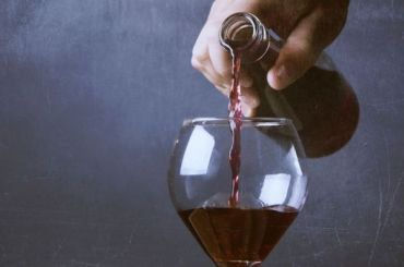 Петербурженка выпила бокал вина за89 тысяч рублей иотказалась платить