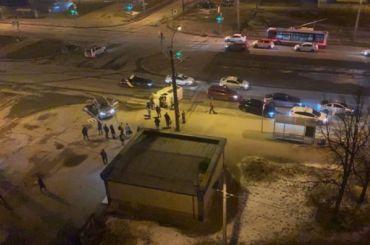 Два человека пострадали вДТП смикроавтобусом наБогатырском