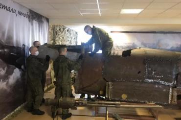 Военнослужащие ЗВО восстановили Ил-2 изобломкков 18 самолетов