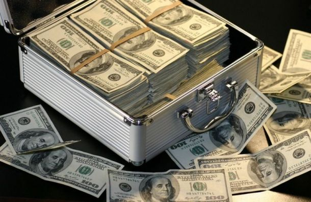 Полиция разыскивает петербуржца, который вынес 3 млн рублей избанка