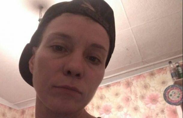 «Били шокером, волочили поземле»: петербурженку задержали намитинге подороге домой