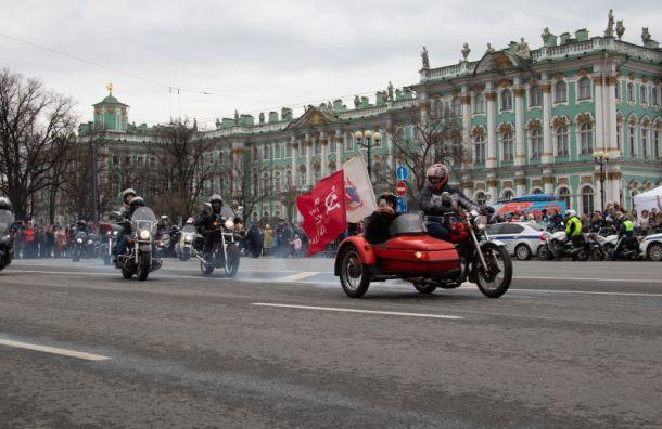 ВПетербурге официально открылся мотосезон— фоторепортаж