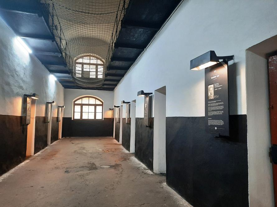 коридор тюрьмы для народовольцев.jpg