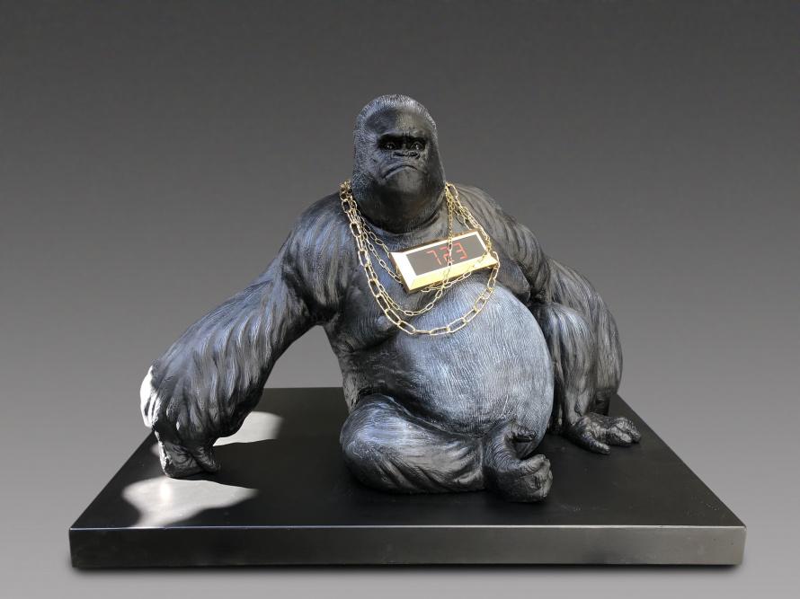 Стефано Бомбардьери. Сидящая горилла. 2019.jpg