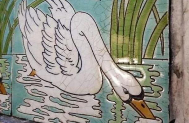 Краеведы «Гэнгъ» отмыли парадную слебедями