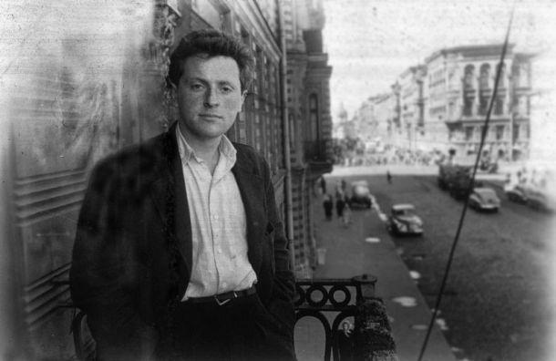 ВПетербурге открыли балкон, где часто фотографировался Бродский