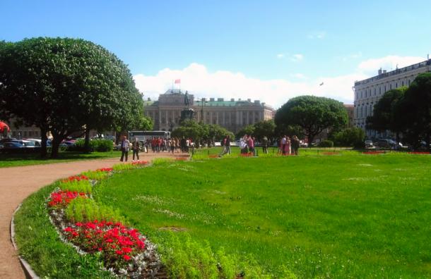 Все парки, сады искверы Петербурга открыли после просушки