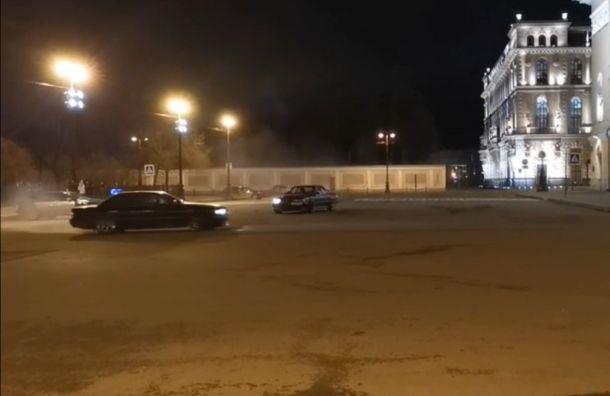 Стритрейсер извинился перед петербуржцами заночной дрифт уАлександринского театра