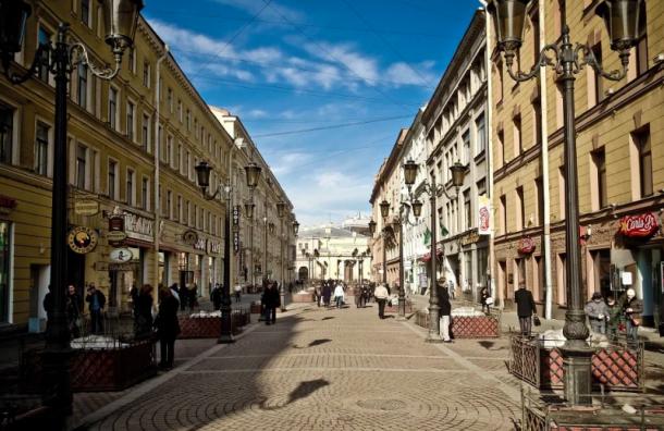 Петербуржцев ожидает солнечный день без дождей