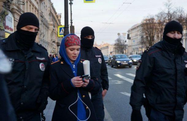 ВПетербурге задержали девушку напикетах вподдержку журнала DOXA