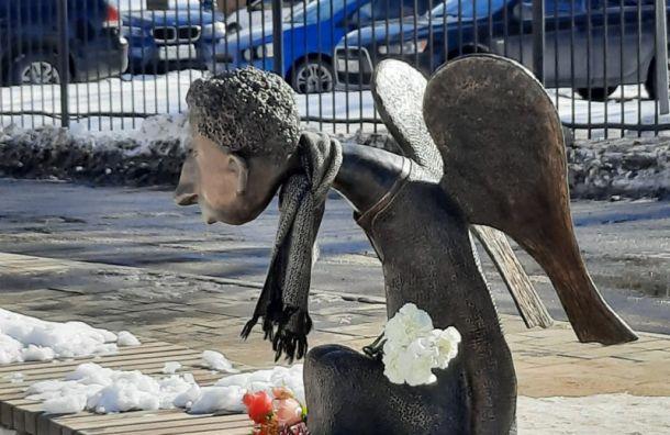 ВПетербурге почтут память погибших отCOVID-19 медиков