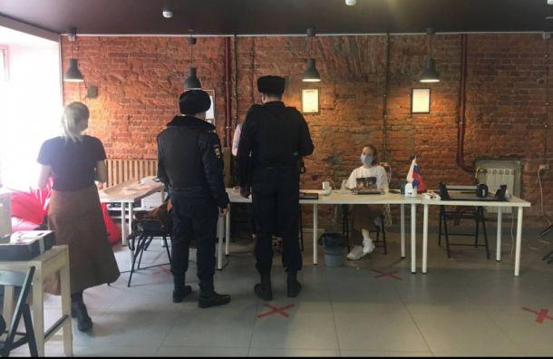 Полиция нагрянула вштаб Навального вПетербурге