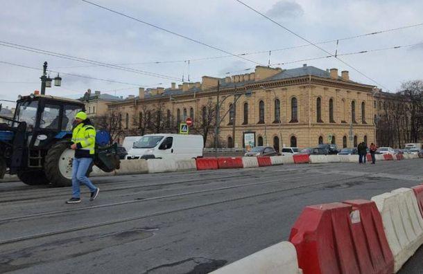 Ремонт Литейного моста вызвал серьезные пробки вцентре Петербурга