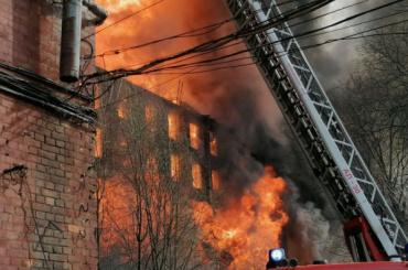 Пожар наНевской мануфактуре потушили только напятый день