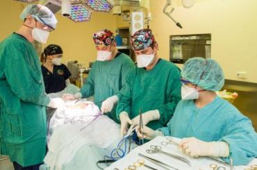 Петербургские врачи удалили пациенту семикилограммовую опухоль