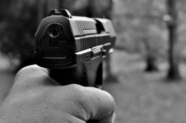 ГлаваСК поручил проверить инциденты сострельбой вПетербурге иЛенобласти