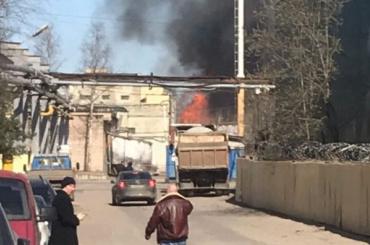 Пожар вХимическом переулке может перекинуться насоседние здания
