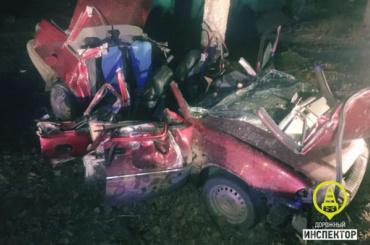Два пассажира иномарки погибли вночном ДТП наДороге жизни